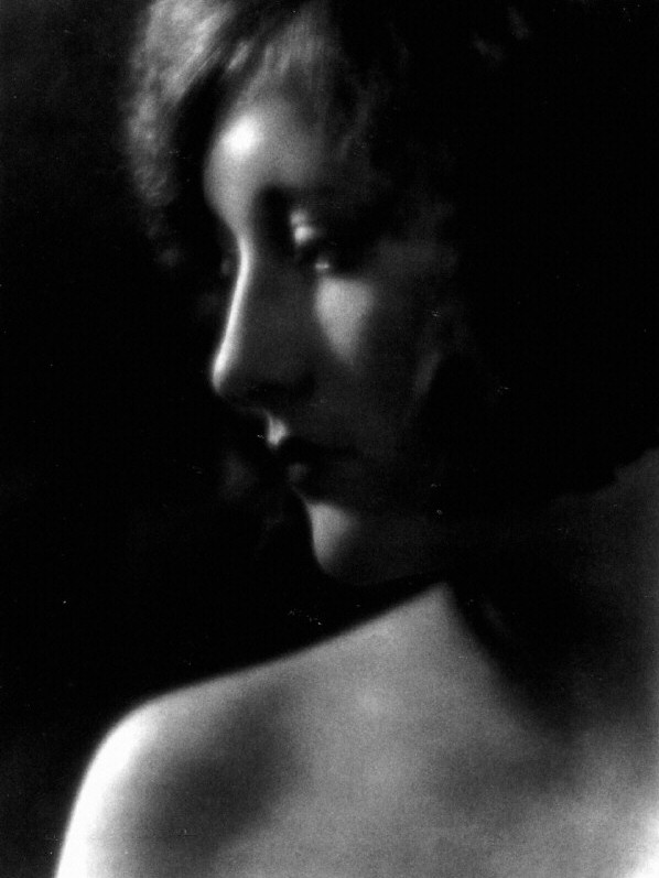 1925. Shot by Clarence Sinclair Bull.