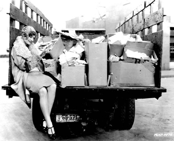 Joan on the MGM lot in 1928 with her mail.