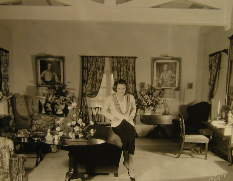 1931. Joan at home, shot by Hurrell.