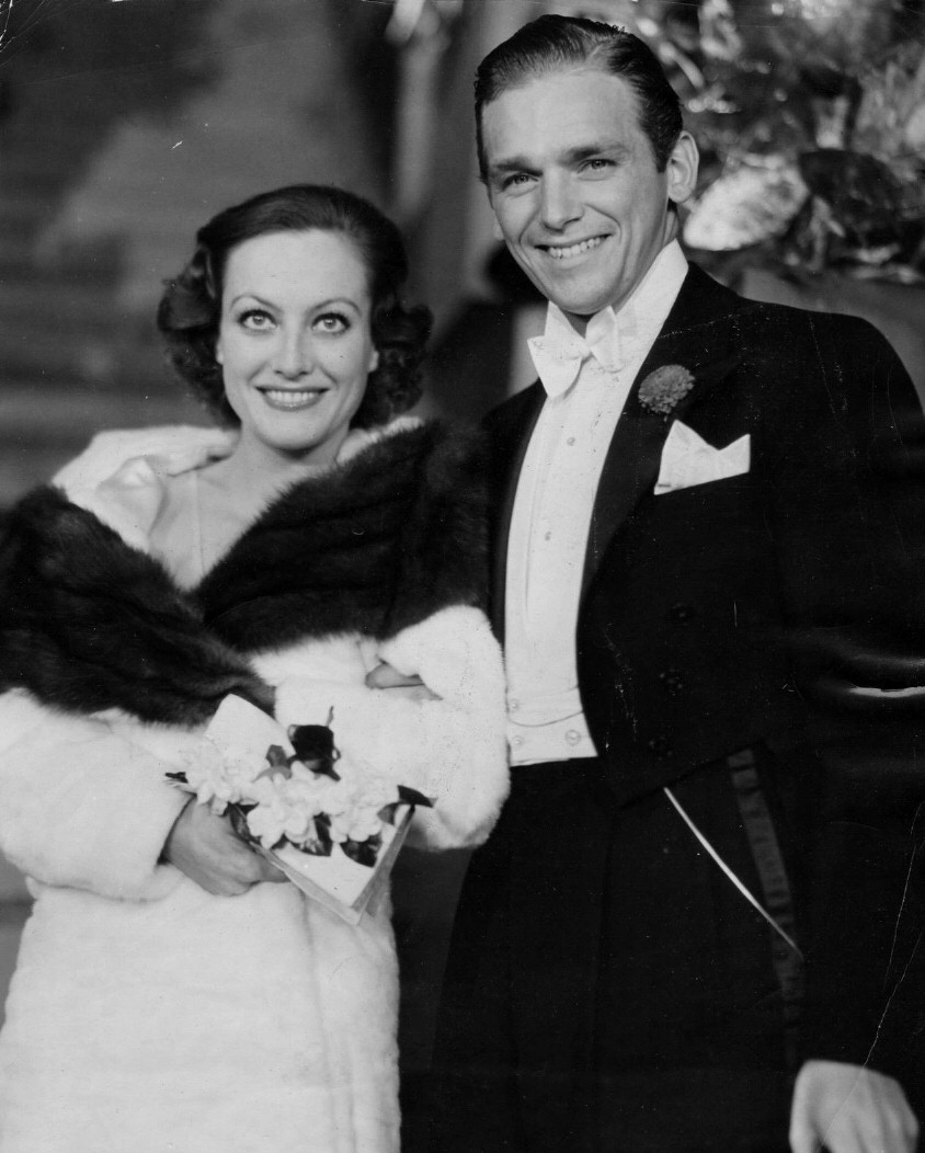 November 24, 1931, with husband Doug Fairbanks, Jr., at a Hollywood premiere.