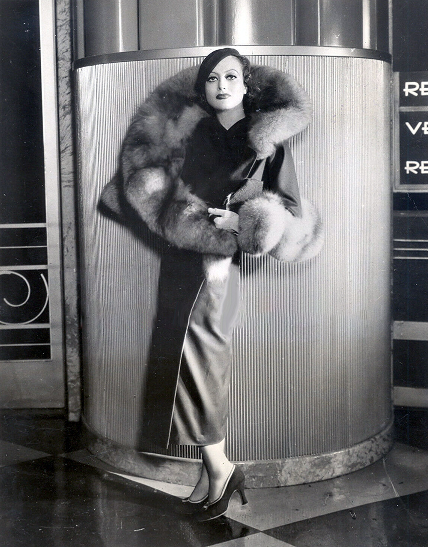 1932. Publicity by Hurrell. 'Letty Lynton' outfit on 'Grand Hotel' set.