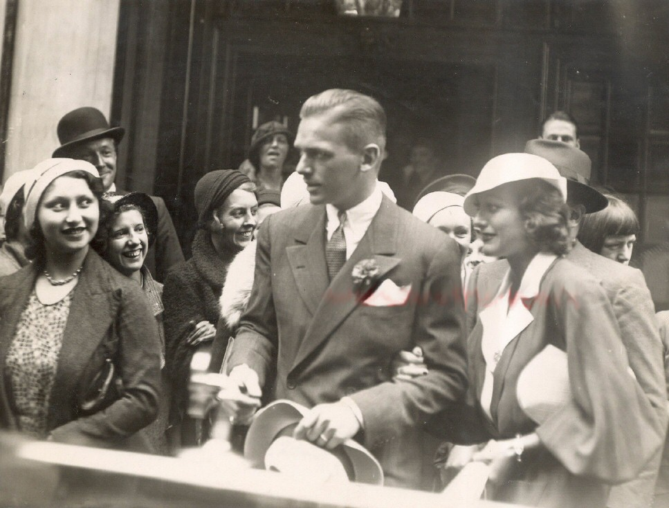 July 1932 in London with husband Doug Fairbanks, Jr.