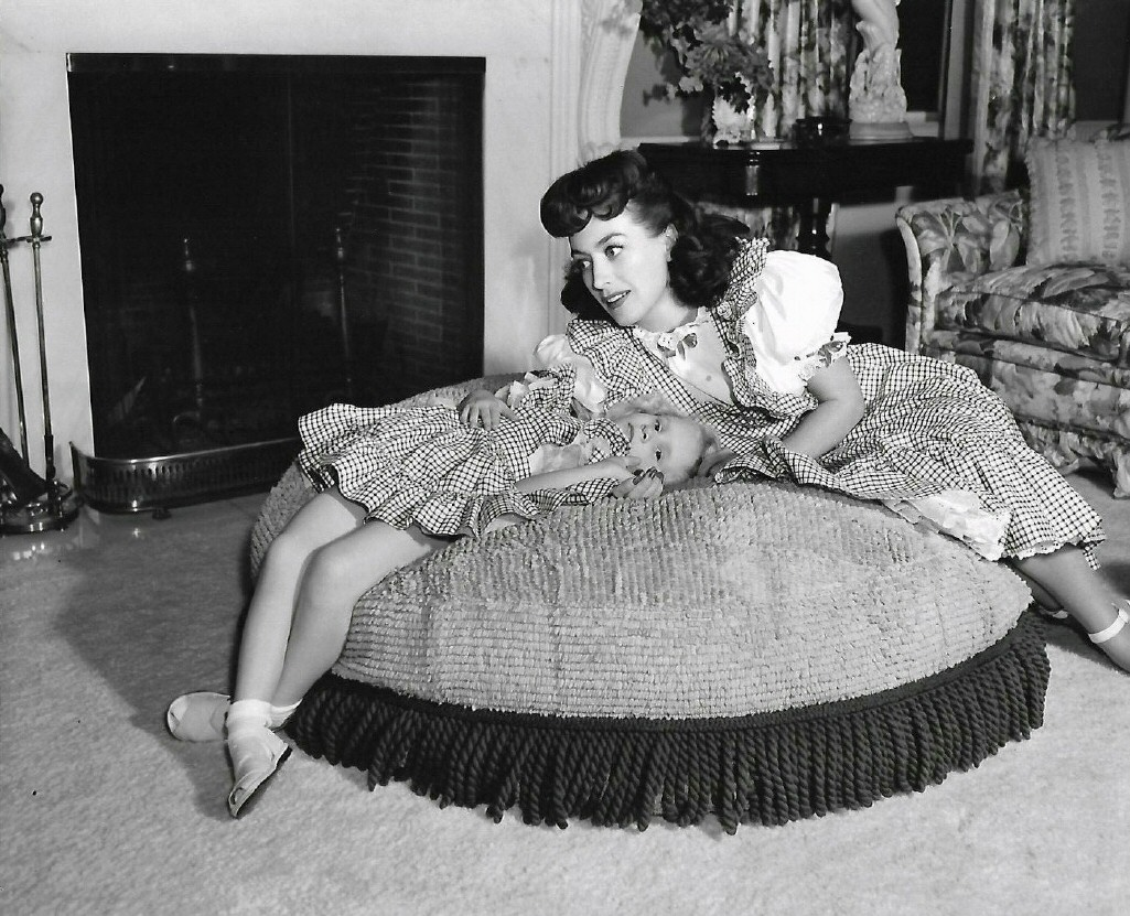 1944. At home with Christina.