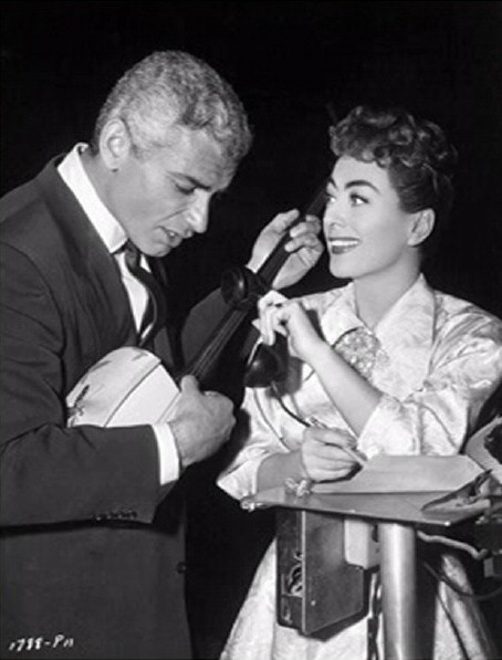 1955. On the set of 'Female on the Beach' with Jeff Chandler. (Thanks to Shane.)