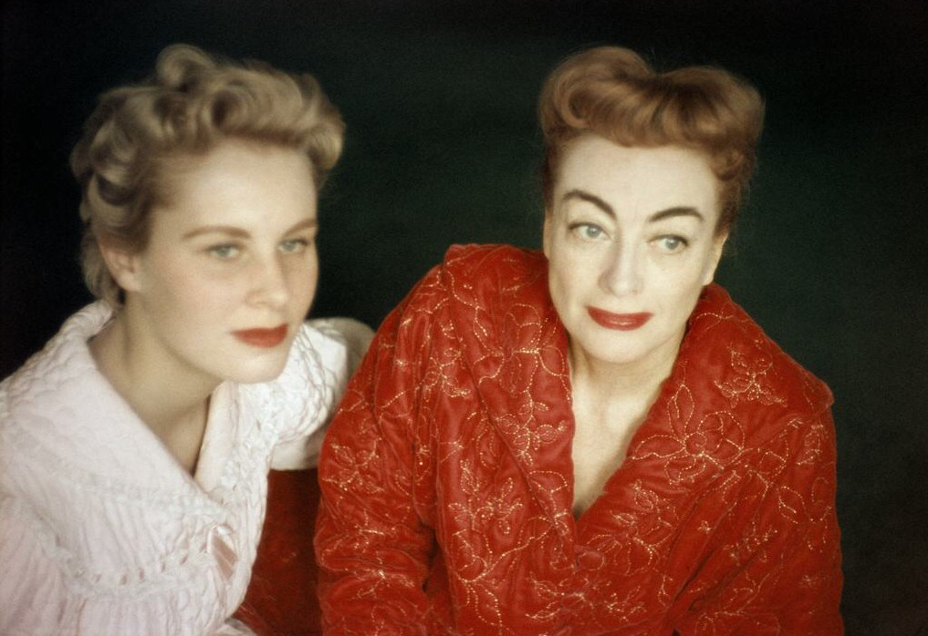 1956. Joan and Christina in NYC. Shot by Eve Arnold.