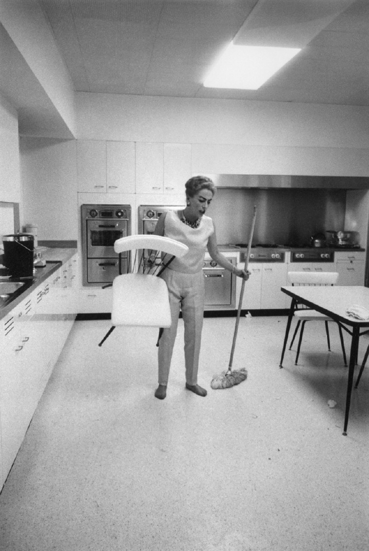 10/5/59. Cleanup after her party. Shot by Eve Arnold. (Thanks to Bryan Johnson.)