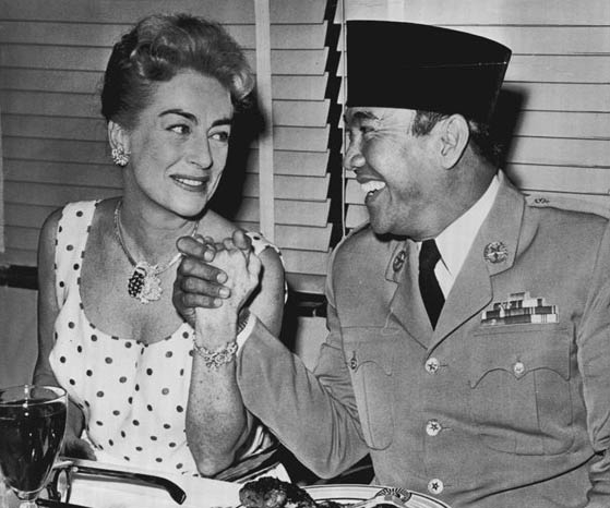 June 1959. With Indonesian president Sukarno at a 20th-Century Fox lunch. (Thanks to Bryan Johnson.)