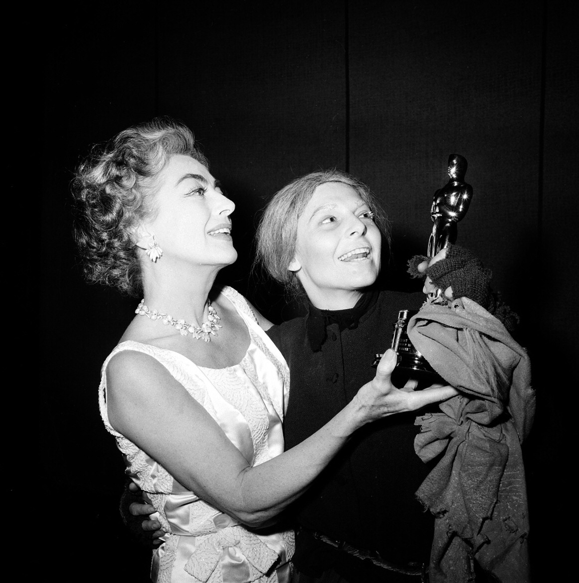 May 1963. Delivering the Oscar to Anne Bancroft on the set of 'Mother Courage.'