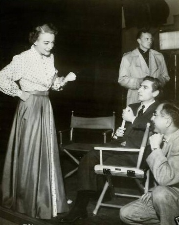 1952. On the set of 'Sudden Fear.' (Thanks to Susanne.)