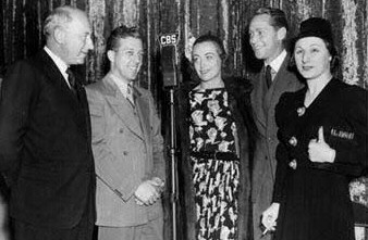 'Mary of Scotland.' From left: Cecil B. DeMille, unknown, Joan, Franchot Tone, Judith Anderson.