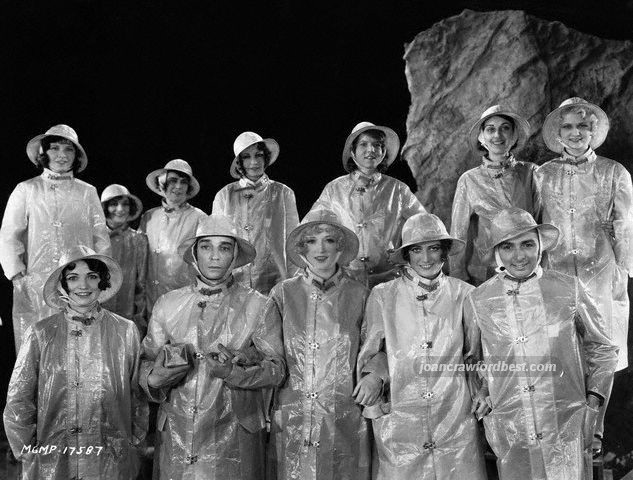 The cast of 'Hollywood Revue of 1929' doing the final 'Singin' in the Rain' number.