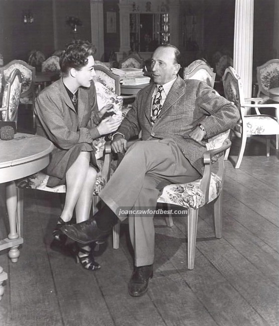 On the set of 'Mildred' with director Curtiz.