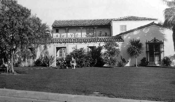Joan and Doug Fairbanks, Jr. in front of her new Bristol home in 1928. (Thanks to Bart for the photo.)